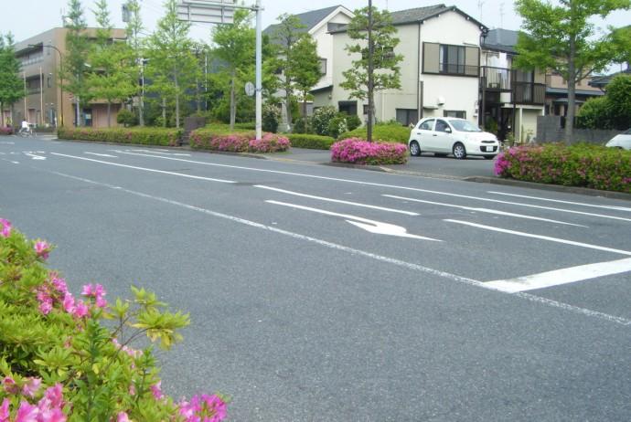 住宅街を走る幹線道路